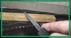Как правильно наточить ножовку по дереву напильником?