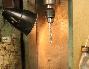 Как сделать отверстие в металле без дрели?
