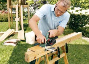 Как работать рубанком по дереву?