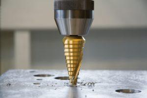 Как просверлить конусное отверстие в металле?
