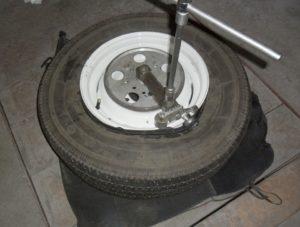 Станок для разбортировки колес своими руками