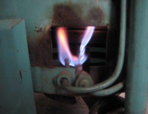 Почему газовая горелка хлопает?