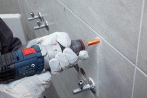 Как просверлить отверстие в плитке под дюбель?