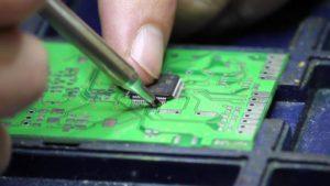 Каким паяльником лучше паять микросхемы?