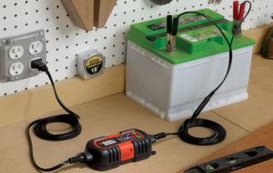 Как правильно зарядить необслуживаемый автомобильный аккумулятор?
