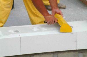 Как правильно класть блоки на клей?