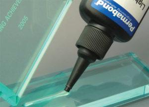 Каким клеем можно склеить стекло?