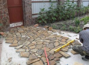 Укладка плитняка на бетонное основание своими руками