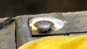 Электрозаклепка или сварка через отверстие