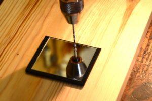 Просверлить отверстие в стекле в домашних условиях