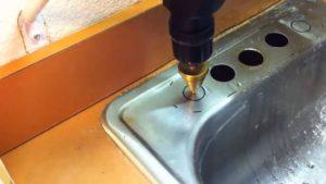 Просверлить отверстие в нержавеющей стали