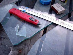 Как правильно отрезать стекло?