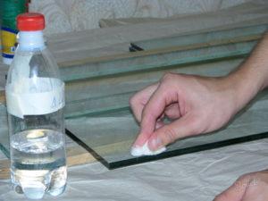 Чем лучше обезжирить поверхность перед склеиванием?