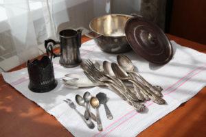 Чистка изделий из мельхиора в домашних условиях