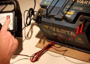Как правильно заряжать автомобильный аккумулятор?