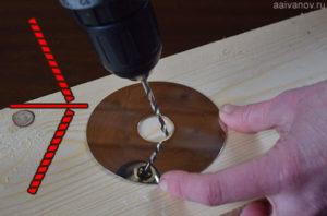 Как просверлить отверстие под прямым углом?