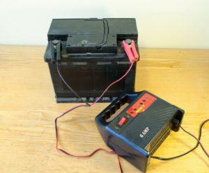Подзарядка аккумулятора автомобиля в домашних условиях