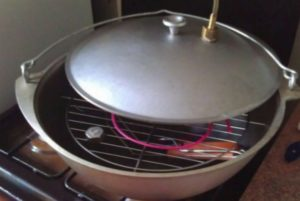 Домашняя коптильня для газовой плиты своими руками
