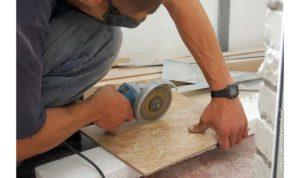 Чем лучше резать плитку плиткорезом или болгаркой?
