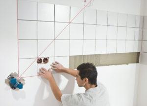Как правильно положить кафельную плитку на стену?