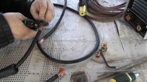 Как соединить сварочный кабель между собой?
