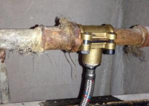 Врезка в стальную трубу без сварки